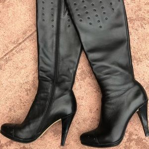 High black leather boots. Very good condition!